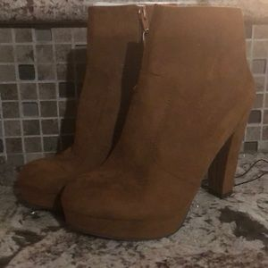 Very CUTE suede tan booties